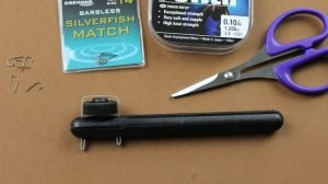 How to tie a spade end hook using hook tying tool